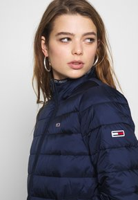 Tommy Jeans - QUILTED ZIP THRU - Light jacket - twilight navy - 3