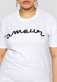 Missguided Plus - AMOUR GRAPHIC SLOGAN - Print T-shirt - white - 5