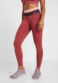 Nike Performance - Legginsy - cedar/pink quartz/mahogany/white - 0