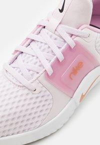 Nike Performance - RENEW IN-SEASON TR 10 - Zapatillas de entrenamiento - light violet/metallic copper/light arctic pink/black/white - 5