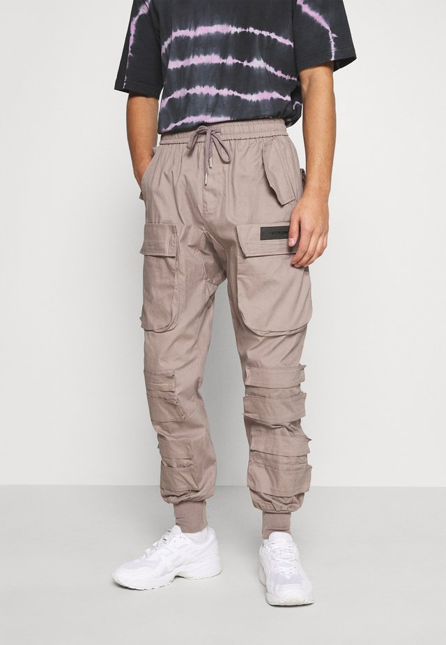 PANTS WITH MULTIPLE POCKETS - Bojówki - light brown
