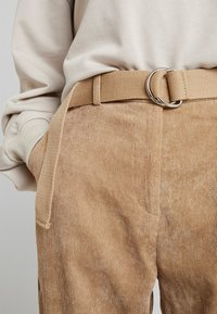 Missguided - PURPOSEFUL BELTED CUFF HIGH WAISTED TROUSERS - Bukse - sand - 5