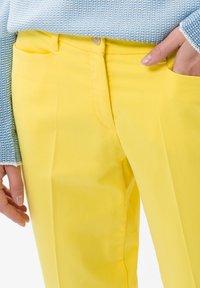 BRAX - STYLE MARA S - Broek - yellow - 3
