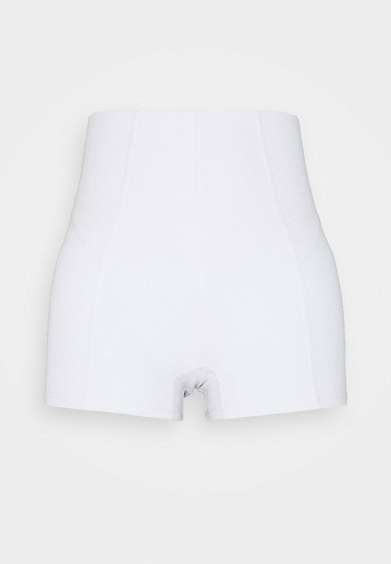 Cotton On Body - ULTIMATE BOOTY SHORTIE SHORT - Medias - white