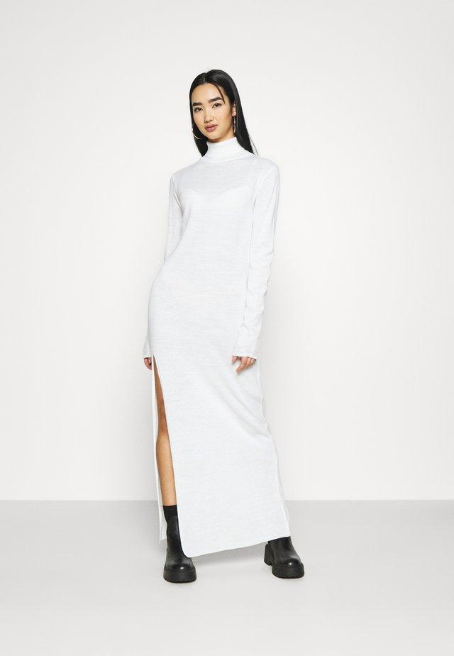 MAXI DRESS - Vestido de punto - white