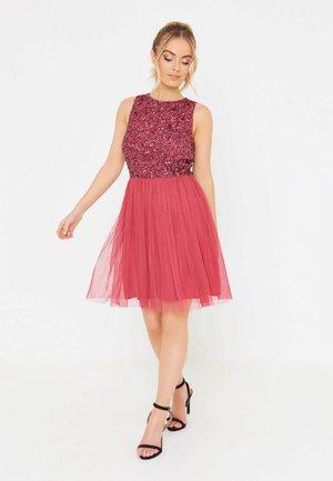 COCO - Společenské šaty - raspberry