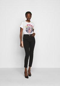 Pinko - DURANTE - T-shirt z nadrukiem - white - 1