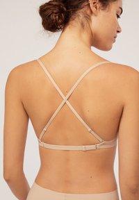 OYSHO - MULTIWAY MIT HERAUSNEHMBAREN MICRO BH-PADS - Multiway / Strapless bra - nude - 5