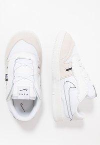 Nike Sportswear - SQUASH TYPE - Sneakers laag - summit white/white/black/vast grey - 0