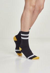 Urban Classics - 2 PACK - Socks - black/white/chromeyellow - 1