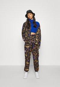 adidas Originals - GRAPHICS SPORTS INSPIRED LOOSE PANTS - Pantalon classique - multicolor - 1