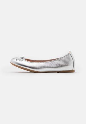 ACOR - Baleriny - silver