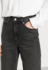 ARKET - CROPPED NIGHT WASH - Straight leg jeans - grey - 3