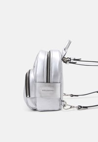KARL LAGERFELD - IKONIK 3D PIN - Rucksack - silver - 4