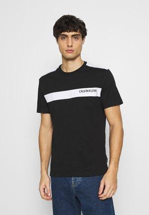 BOLD STRIPE LOGO - T-shirt print - black