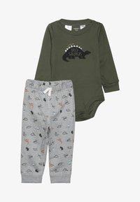 Carter's - BABY SET - Pantalon de survêtement - green - 3