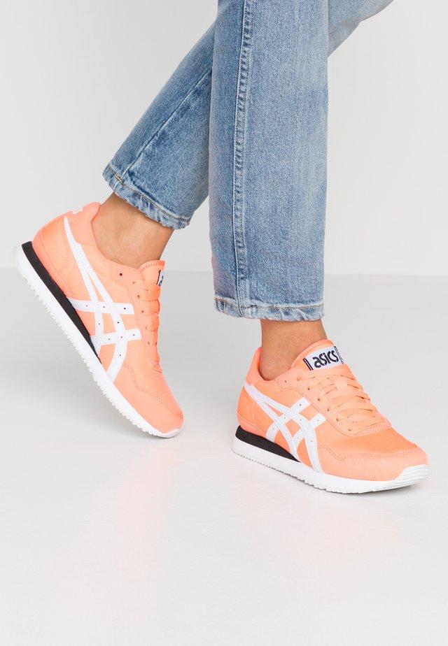 TIGER RUNNER - Sneakers basse - papaya/white