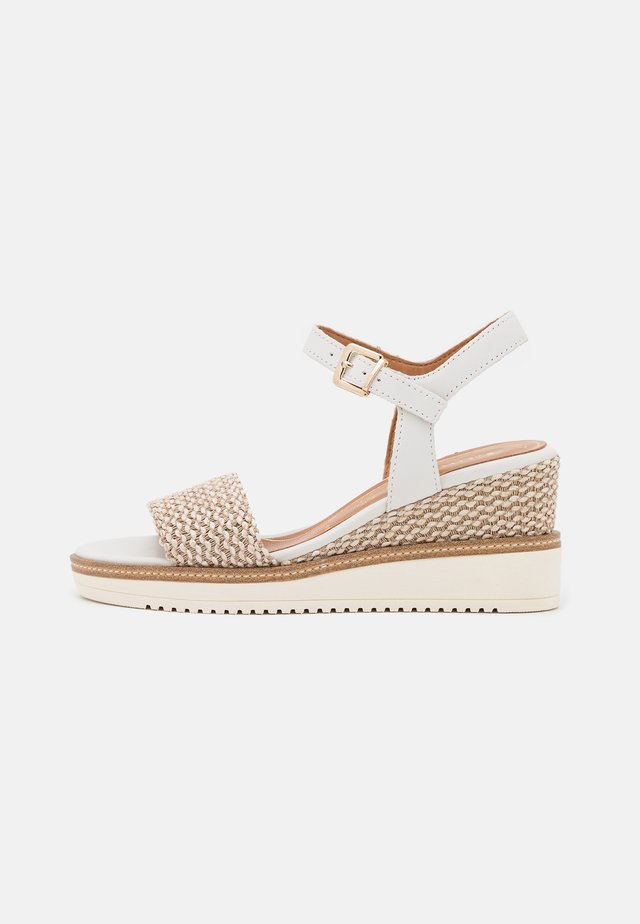 Sandales à plateforme - white/cream