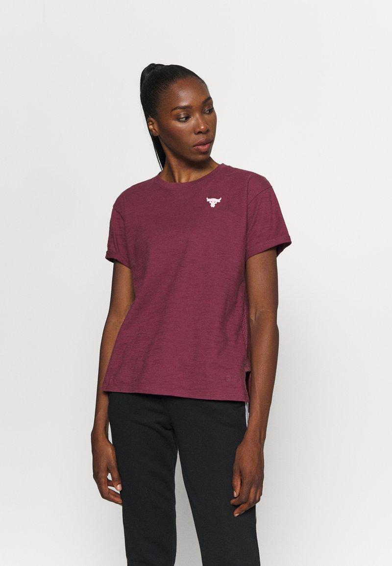 Under Armour - PROJECT ROCK - Camiseta estampada - level purple