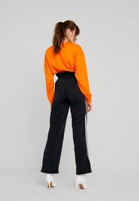 adidas Originals - BELLISTA 3 STRIPES PANTS - Träningsbyxor - black - 2
