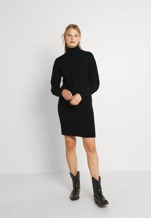 VIRUBI L/S ROLL NECK/KA - Pletené šaty - black