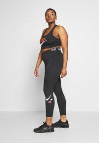 Nike Performance - PLUS SIZE BRA - Sujetador deportivo - black/safety orange/white - 1