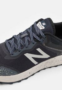 New Balance - ARISHI - Trail running shoes - outer space - 5