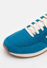 New Balance - 720 UNISEX - Zapatillas - blue/yellow - 5