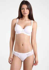 Triumph - AMOURETTE CHARM  - T-shirt bra - white - 1