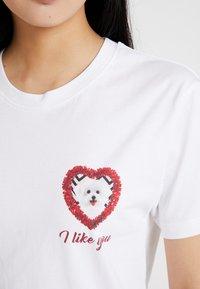 Merchcode - LADIES LIKE YOU TEE - Print T-shirt - white - 4