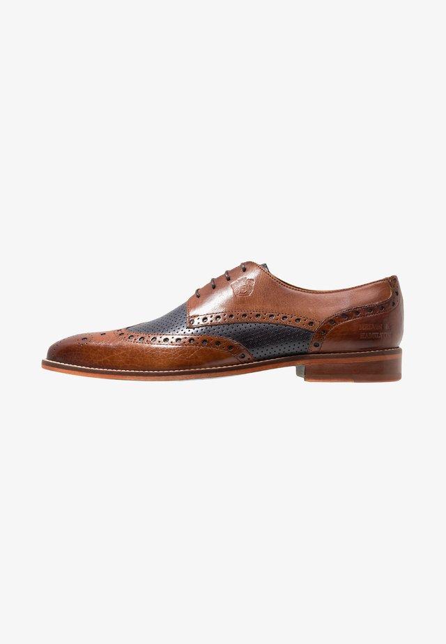 MARTIN - Elegantní šněrovací boty - tan/navy
