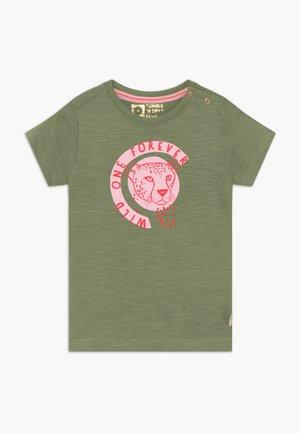 MELINA - T-shirt print - hedge green