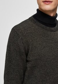 Selected Homme - SLHAIDEN  - Maglione - dark green - 4