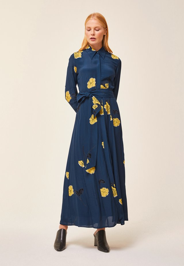 SHIRT DRESS MIDI - Robe longue - blue