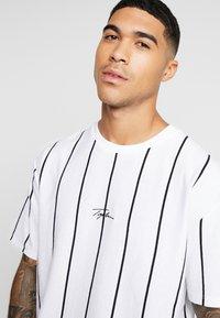 Topman - STRIPE SIGNATURE TEE - T-shirt con stampa - white - 3