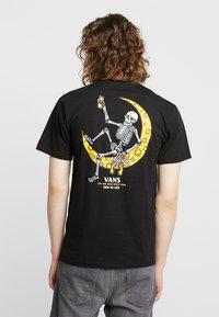 Vans - MOONSHINE  - T-shirt med print - black - 2