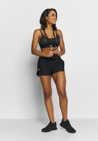 Under Armour - PLAY UP SHORTS 3.0 - kurze Sporthose - black/white - 1