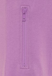 Molo - ASHLEY - Tracksuit bottoms - manga purple - 2