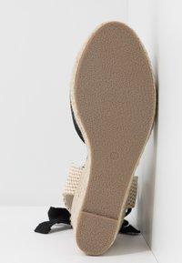 Lost Ink Wide Fit - ANKLE WRAP WEDGE  - Korolliset sandaalit - black - 6