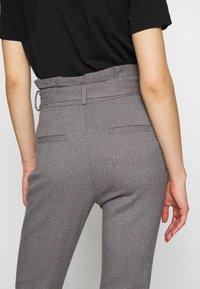 Vero Moda - VMEVA LOOSE PAPERBAG  - Pantalon classique - mottled grey - 3