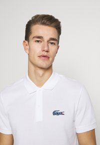 Lacoste - LACOSTE X NATIONAL GEOGRAPHIC - Polo shirt - white/frog - 3