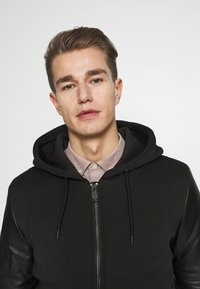 Guess - TECHNICAL HOODIE BOM - Faux leather jacket - jet black - 3