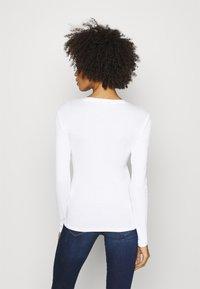Guess - ICON TEE - Bluzka z długim rękawem - true white - 2