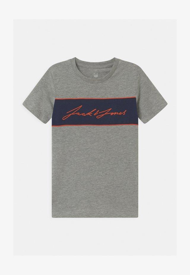 JORHIKARI CREW NECK - T-shirts med print - light grey