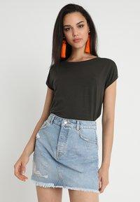 Vero Moda - Jednoduché triko - peat - 0