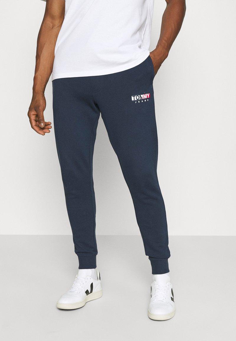 Tommy Jeans - ENTRY GRAPHIC PANT - Pantaloni sportivi - twilight navy