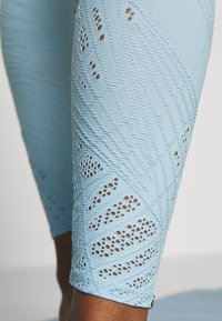 Onzie - SELENITE MIDI - Leggings - powder blue - 4