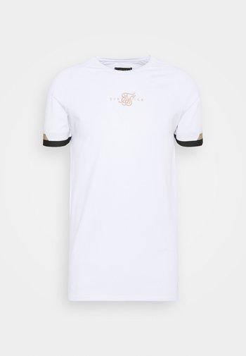DUAL CUFF TECH TEE - T-shirt med print - white/gold