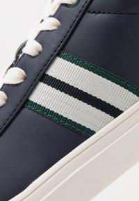 Burton Menswear London - DALE STRIPE TRAINER - Tenisky - navy - 5