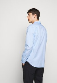 PS Paul Smith - MENS TAILORED FIT - Formal shirt - blue - 2